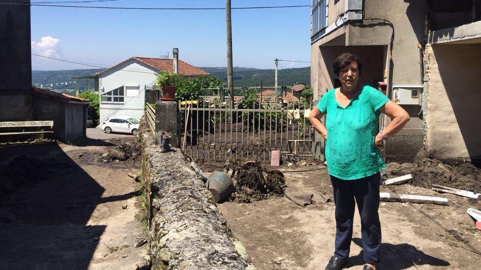 .María Conde, vecina de O Bardo, afectada por la tormenta