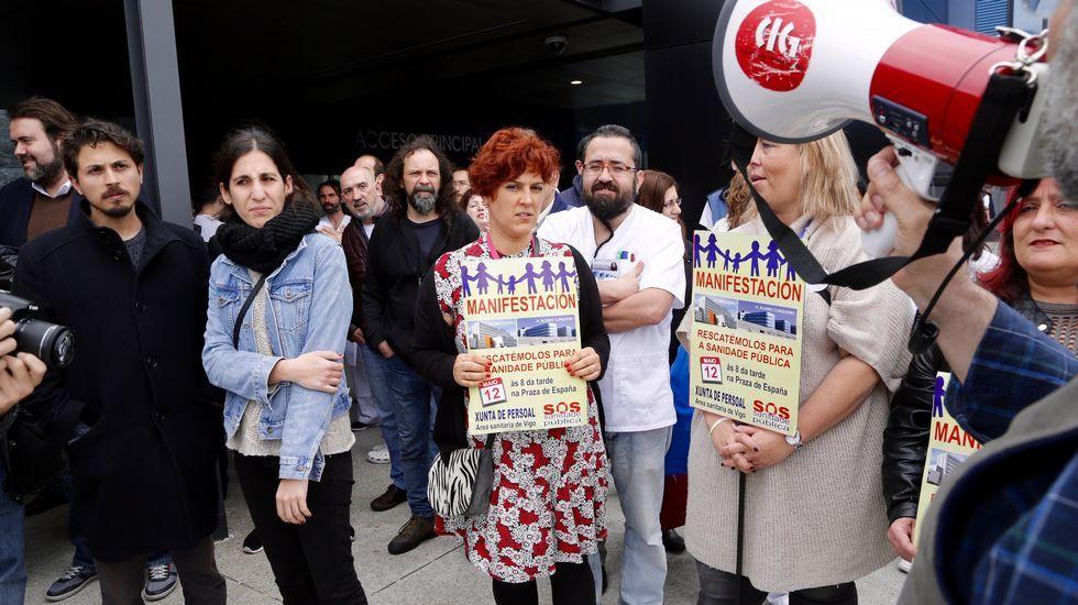 Protesta en defensa de la sanidad pública.Bará, arropado en A Estrada al presentarse como nº 1 al Congreso.