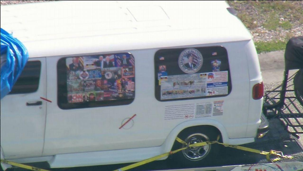 El detenido tenía una camioneta cubierta de pegatinas a favor de Trump