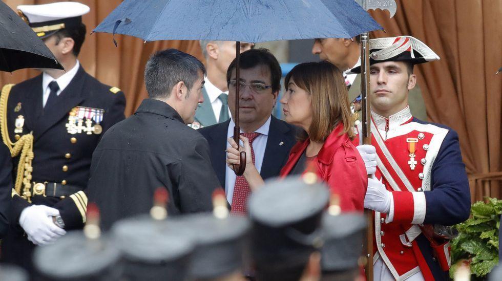Los presidentes de Canarias, Fernando Clavijo; Extremadura, Guillermo Fernández Vara y Baleares, Francina Armengol, momentos antes del acto central del Día de la Fiesta Nacional