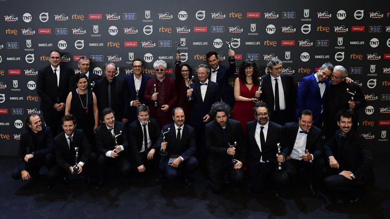 Los ganadores posan en una foto al terminar la entrega de premios