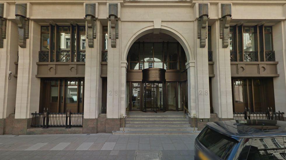 Edificio de oficinas en  Londres, en el barrio de St James, denominado Almack House, por un importe aproximado de unos 294 millones de euros.