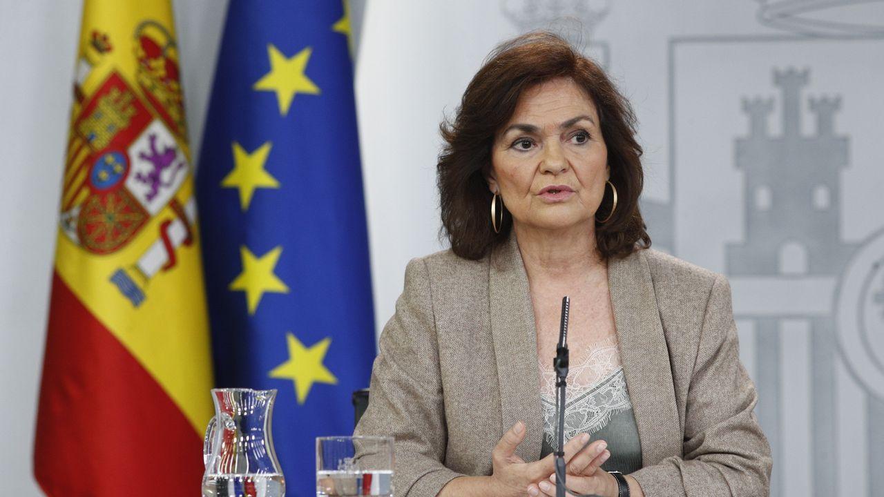 ¿Qué penas pide la Fiscalía para los responsables del procés?.Natalia Lamas (en el centro), presidenta de Amigos de la Ópera de A Coruña, con miembros de la junta directiva de Ópera XX1