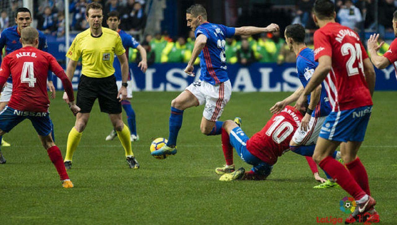 Lopez Toca Rocha Real Oviedo Sporting Carlos Tartiere Derbi.López Toca, durante el derbi en el Carlos Tartiere de la temporada pasada