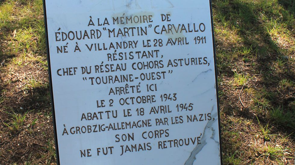 Placa dedicada a un agente de la red de espías Cohors-Asturies en los jardines de Villandry (Francia)
