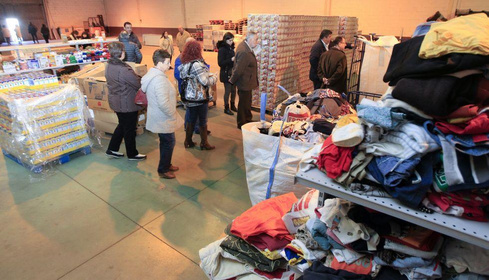Ada Colau es «Supervivienda».La entidad recoge alimentos, ropa, mobiliario y todo tipo de objetos útiles.