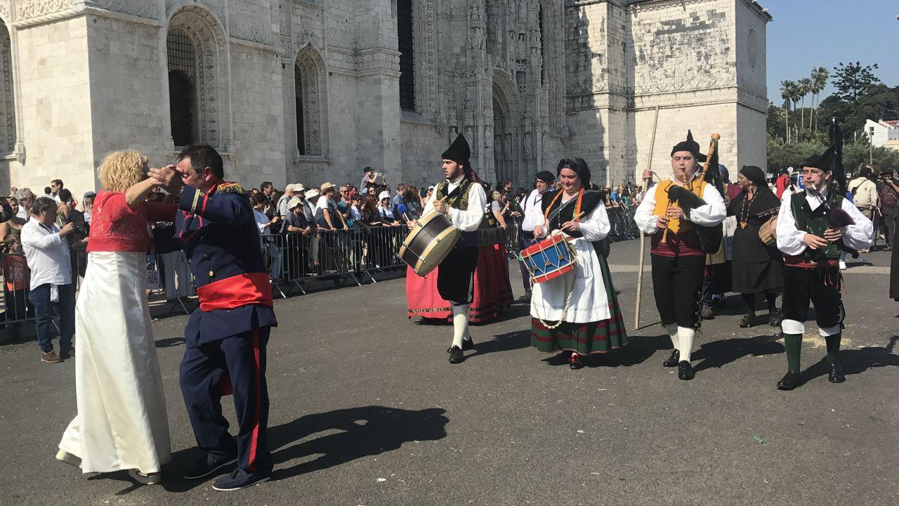 La Bandina L'embolau animó el desfile de los sidros durante el desfile del festival de la Máscara Ibérica