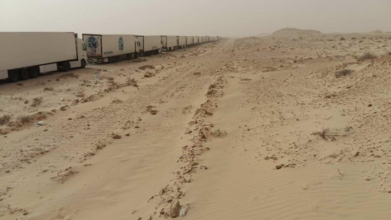 En la frontera entre Marruecos y Mauritania llegan a formarse colas de quince quilómetros