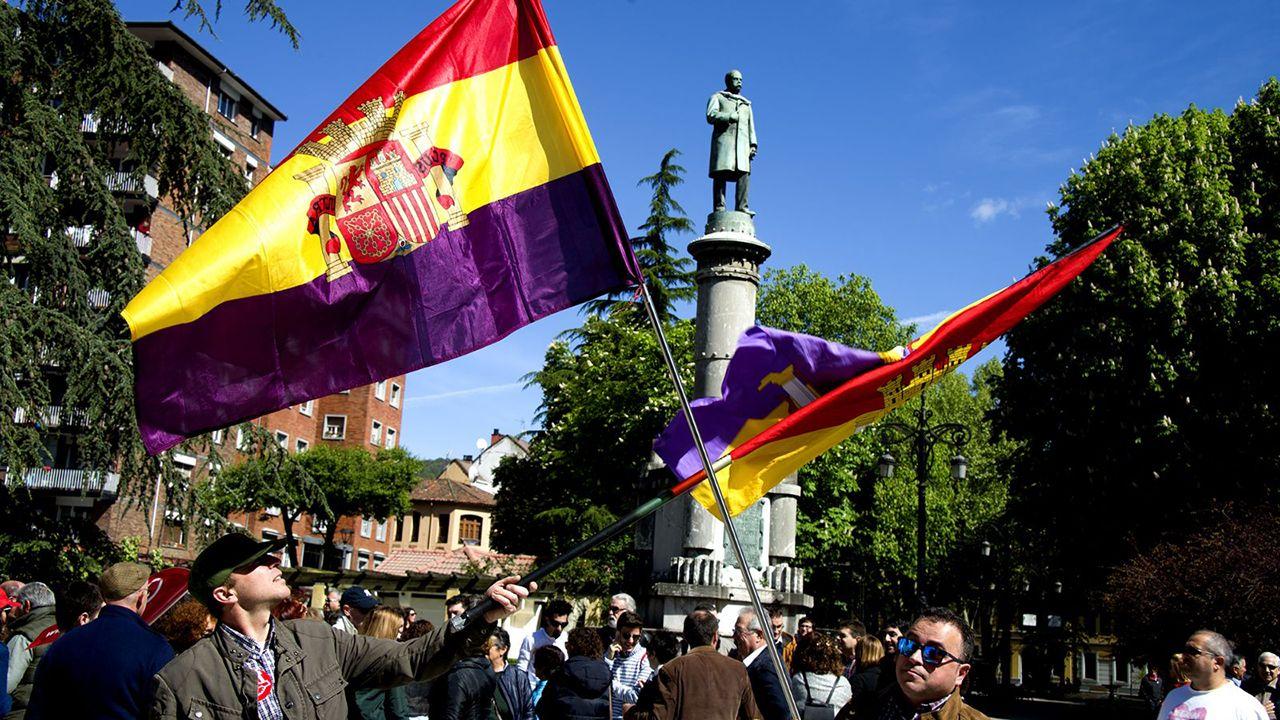 El triatlón inunda Pontevedra.Manifestación del Primero de Mayo en Asturias