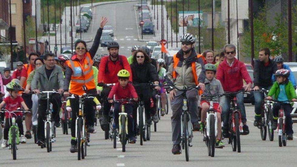 .Ciclistas en una actividad por el uso de la bicileta en Gijón