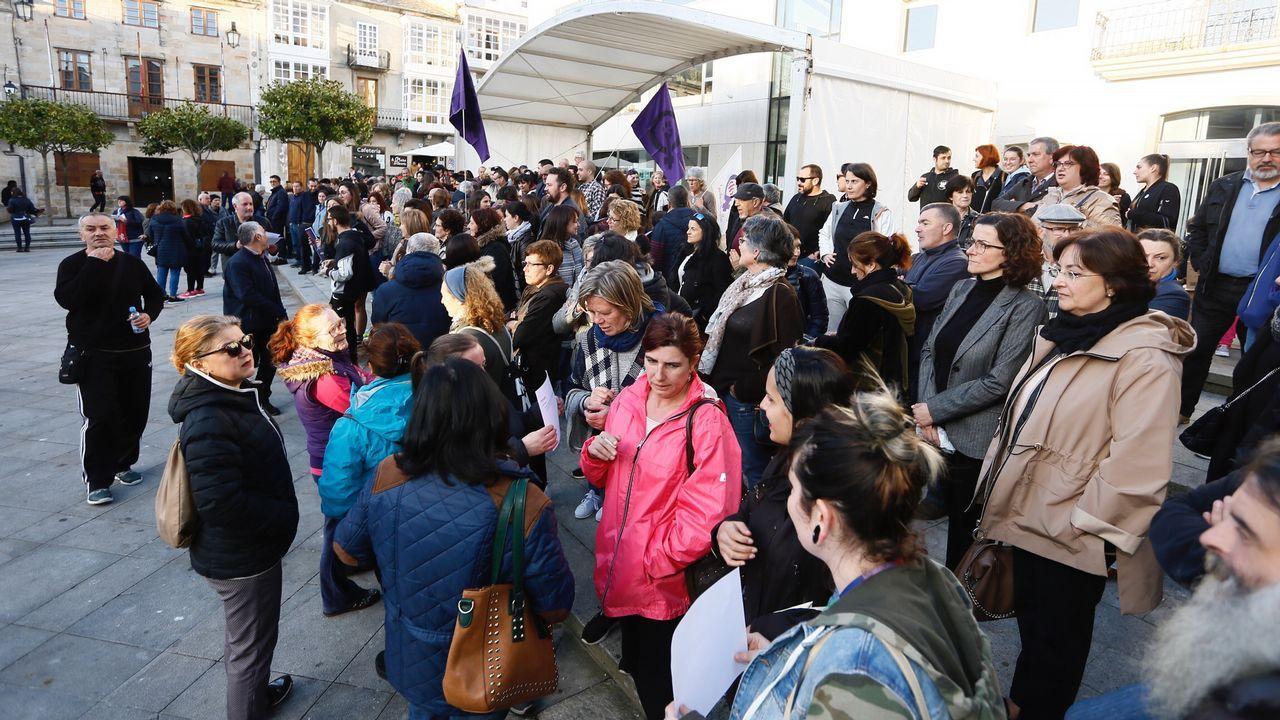 Centenera, a la derecha, conversa con María do Carmo García Negro y otros representantes del sector