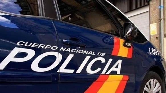 Redada antidroga en O Vao.Imagen de un coche de la Policia Nacional