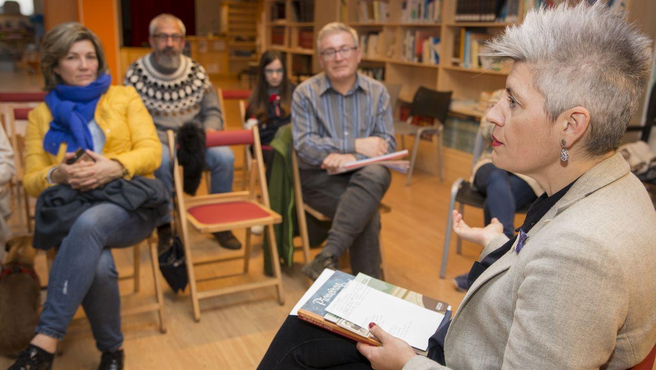 Faladoiro Feministas e Artistas, celebrado ayer en la biblioteca Rego da Balsa de Carballo