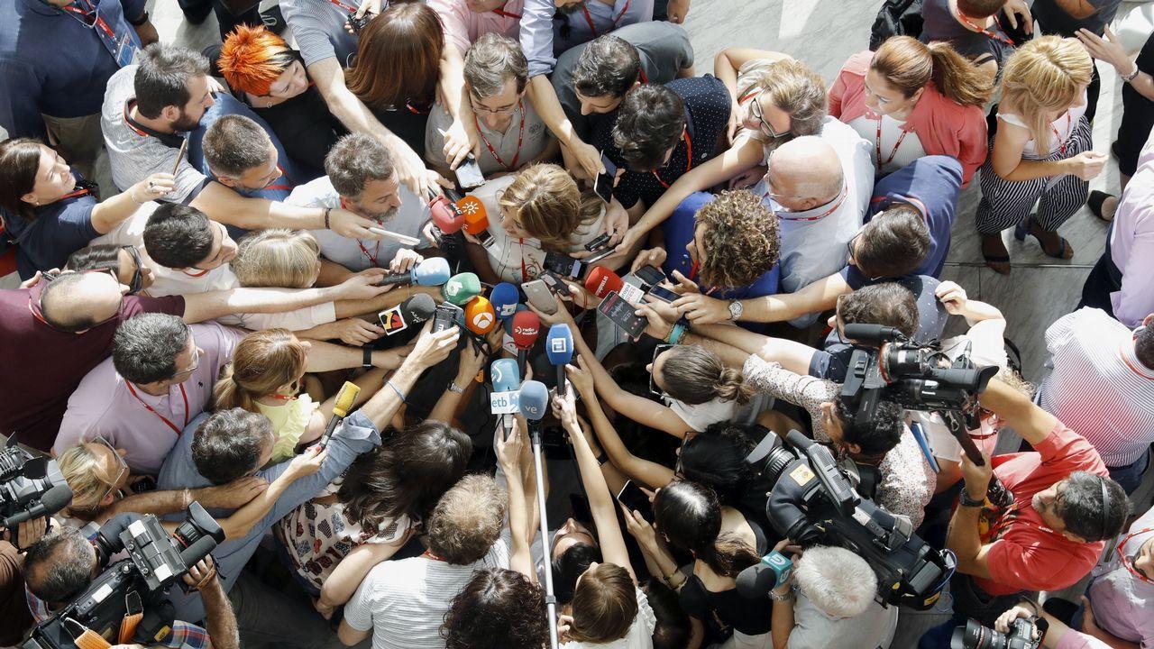 El PSOE exhibe imagen de unidad en su Congreso federal.José Luis Abalos, Cristina Narbona, Pedro Sánchez y Adriana Lastra saludan a los delegados