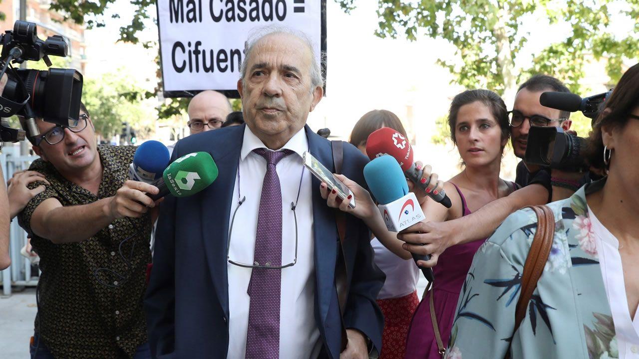 Enrique Álvarez Conde, director del máster, fue quien montó el sistema para regalar los títulos, según la jueza