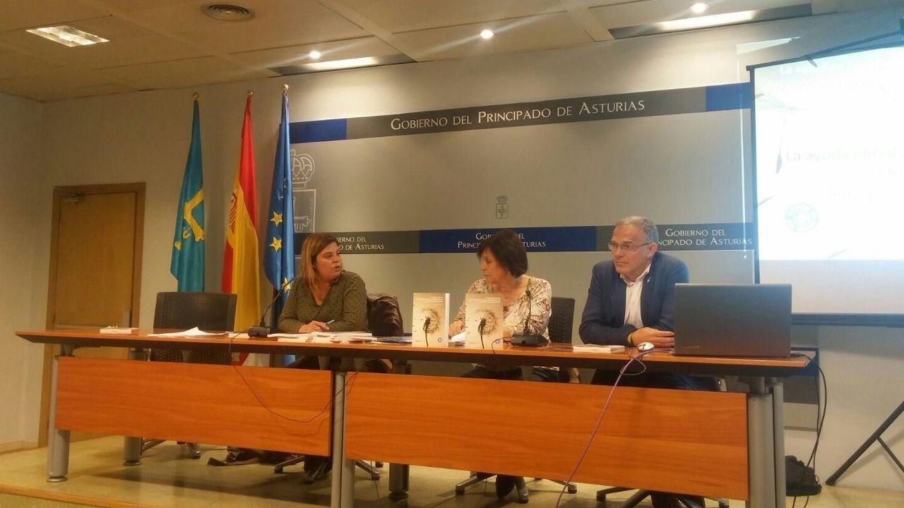 .Presentación del informe de Gimena Llamedo (Agencia Asturiana de Cooperación al Desarrollo), Carlos Mediano (Medicosmundi Asturias) y Nieves Castaño (Médicos del Mundo Asturias)