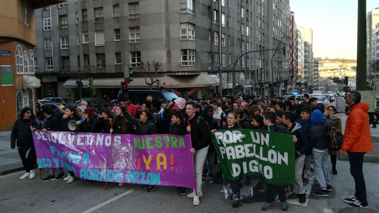 Fuga de fecales en Matogrande.Protesta del IES Agra do Orzán