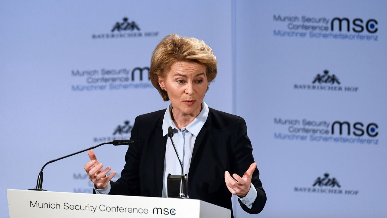 Así se adiestran las unidades de la Brilat.La ministra alemana de Defensa, Ursula von der Leyen, durante su discurso en la apertura de la cumbre