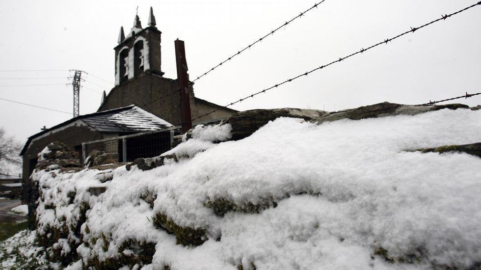 La nevada cubrió la localidad de Foilebar, en O Incio, a una altura de unos ochocientos metros