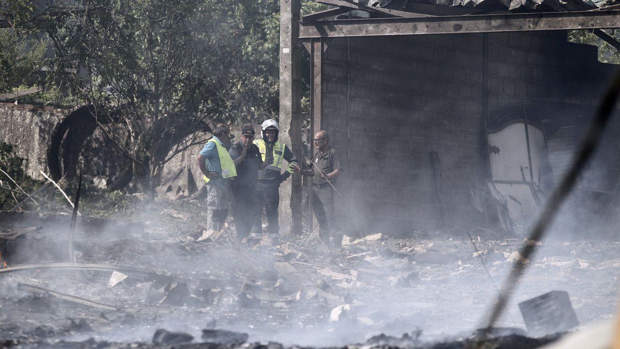El 23 de mayo la explosión de una pirotecnia en la parroquia de Paramos, en Tui, causó la muerte de un matrimonio (que dejó a sus dos hijos huérfanos) y 37 heridos. Otras 800 personas se vieron afectadas por daños en sus casas.