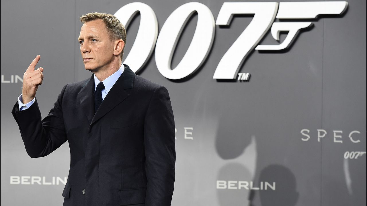 Daniel Craig confirma que volverá a vestir el traje del agente 007.Silueta de un Óscar en la alfombra roja