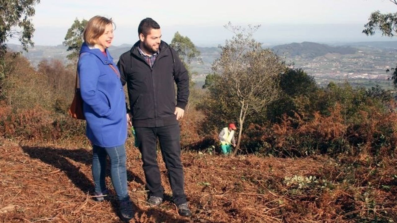 La campaña de Somos al estilo Pantomima Full.Rubén Rosón y Ana Taboada en el Monte Naranco