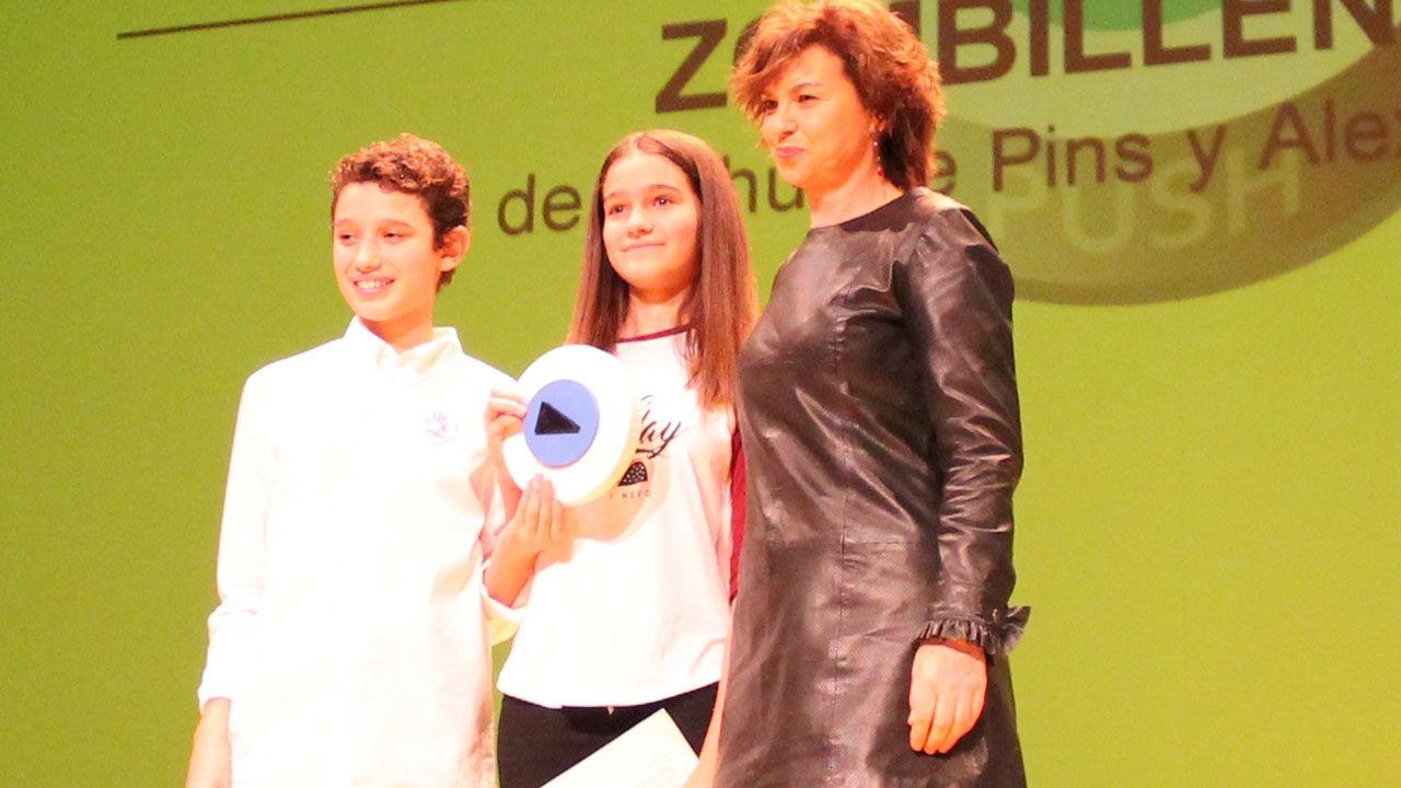 Miembros del Jurado Joven junto a la concejala Montserrat López
