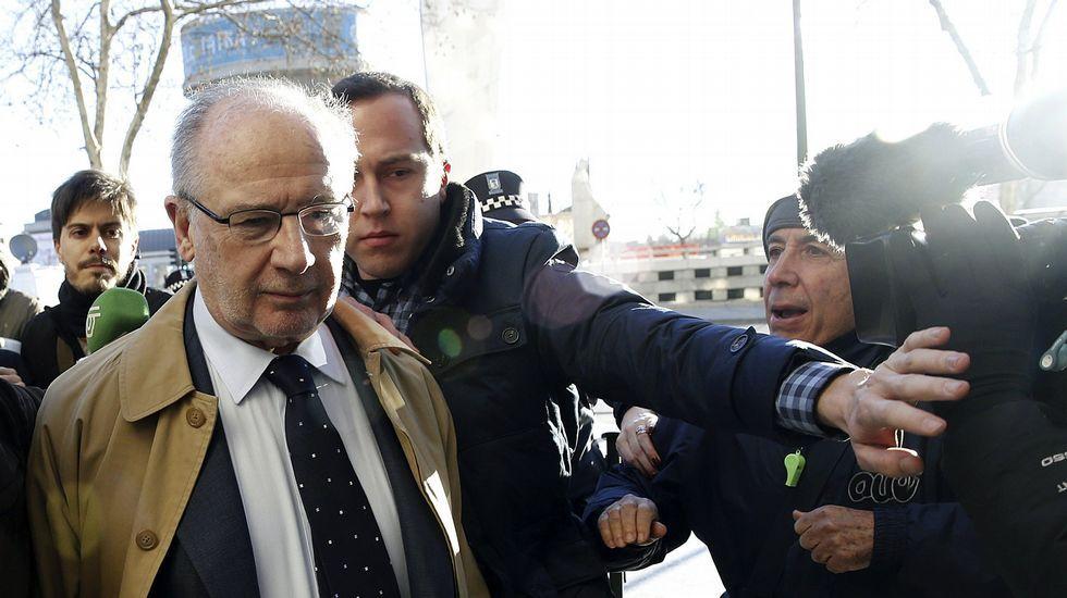 El fiscal del caso de las tarjetas black: «Los españoles sí tienen vela en este entierro».Rato, a su llegada a los juzgados