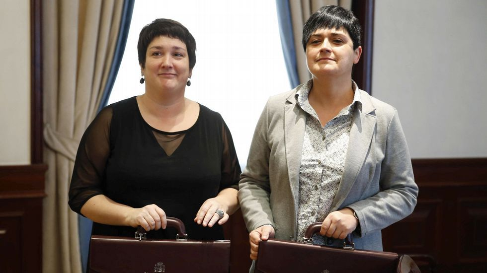 «Pedriño hazle caso al pueblo».Las diputadas de Bildu, Onintza Enbeita y Marian Beitialarrangoitia
