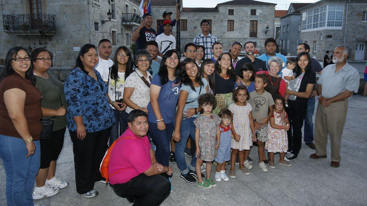 Visitantes de Guam en Pantón. Por iniciativa de Francisco Ruiz —a la derecha en la imagen—, en el 2011 visitó el sur lucense un grupo de peregrinos católicos de la isla de Guam, antigua colonia española en el Pacífico, que participaron en Madrid en la Jornada Mundial de la Juventud