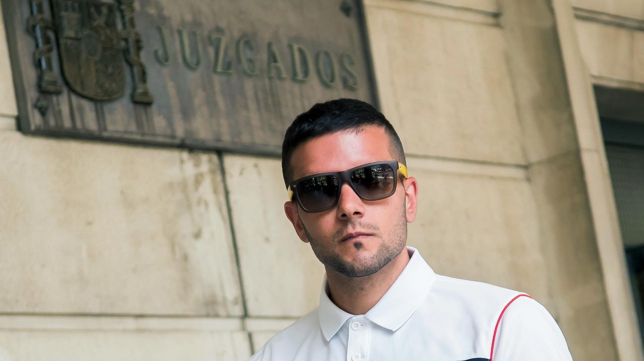 Diez meses de prisión para un hombre que acuchilló y trató de asfixiar a su mujer.Los integrantes de la Manada, condenados por abusos sexuales a nueve años de cárcel