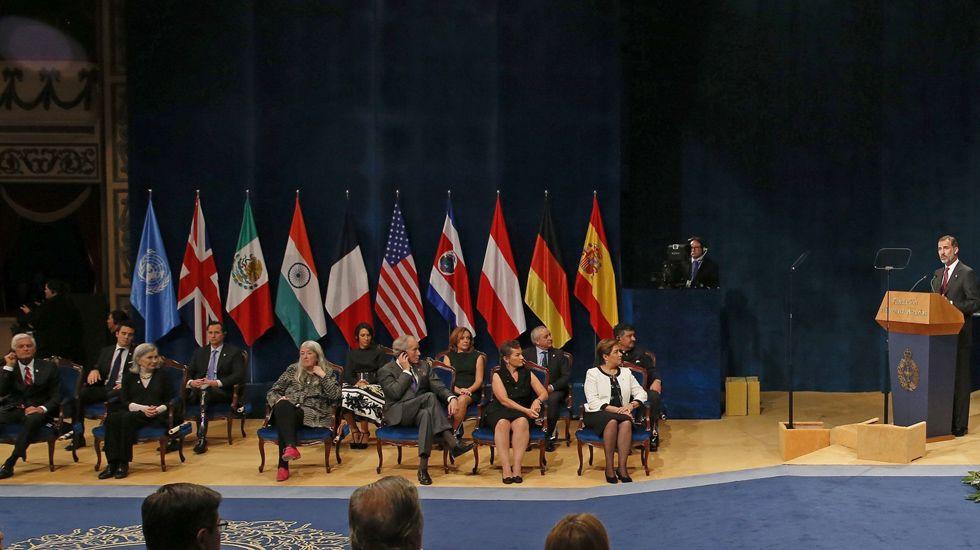 El Rey Felipe VI pronuncia su discuro durante la ceremonia de entrega de los premios Princesa 2016 en el Campoamor.El Rey Felipe VI pronuncia su discuro durante la ceremonia de entrega de los premios Princesa 2016 en el Campoamor