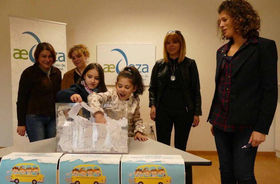 Ayer se llevó a cabo en la sede de la AED de Lalín el sorteo de los vales de compra de la campaña.