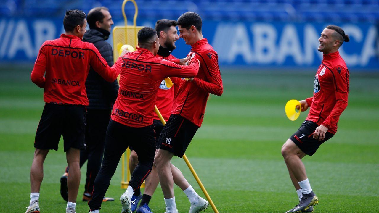 Vetusta Bilbao Athletic Requexon.Los futbolistas del Vetusta celebran un gol frente al Bilbao Athletic