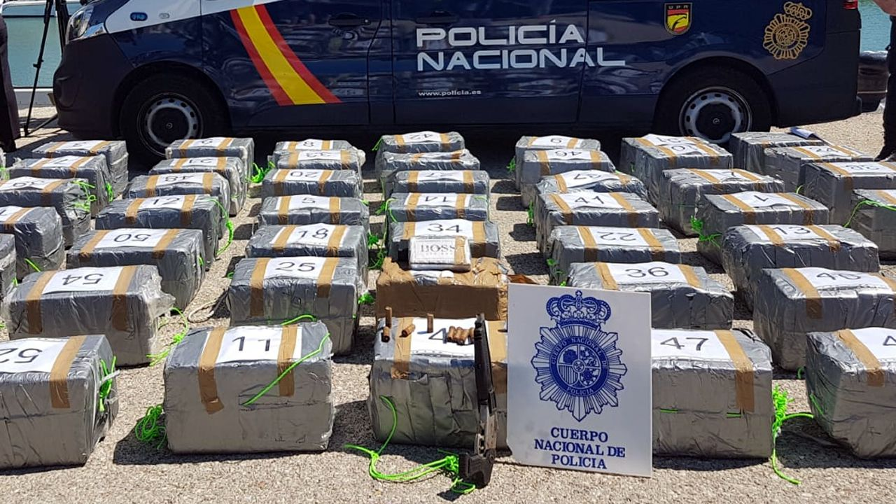 Requisan 1.500 kilos de cocaína cerca de las Azores en un velero con destino a Galicia