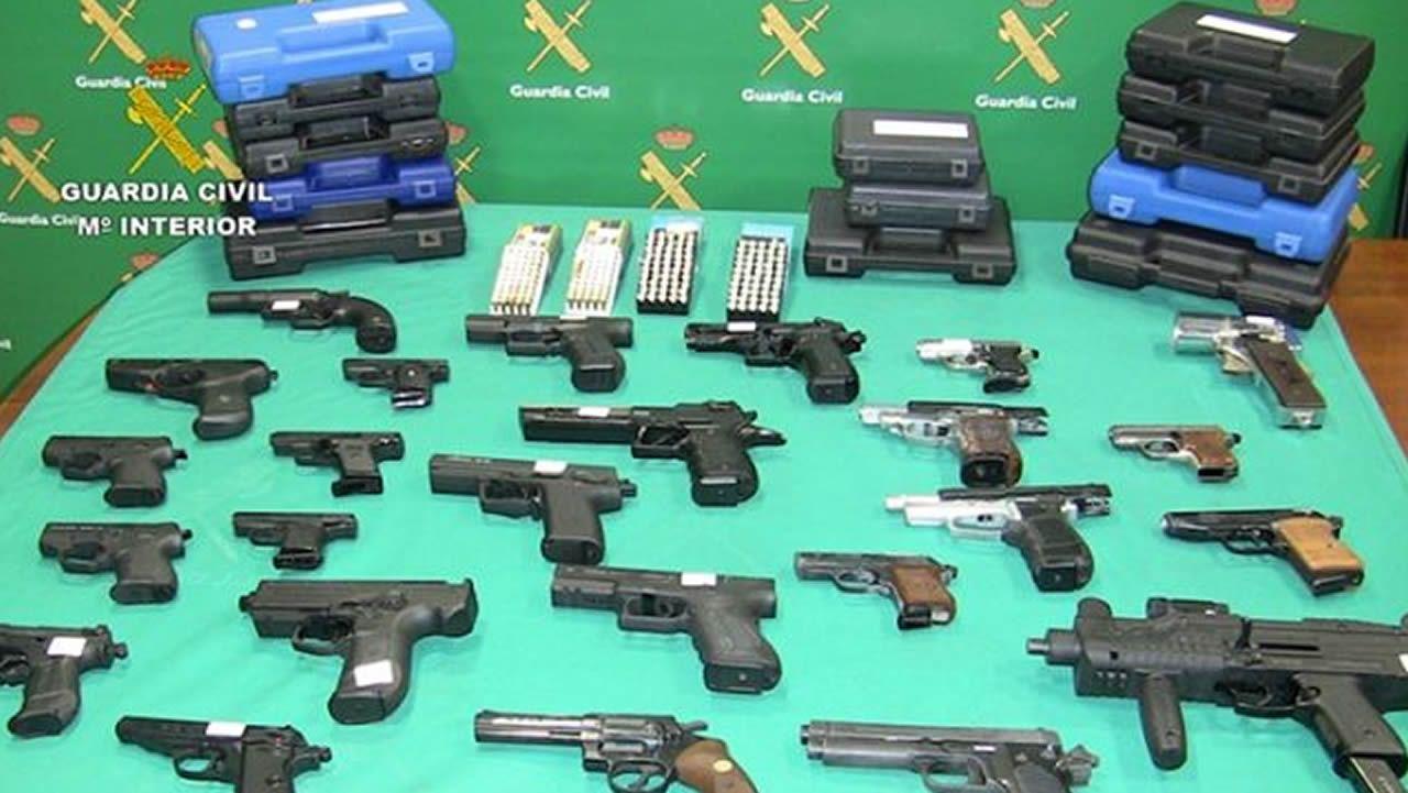 Registros de la Guardia Civil en la operación Benjamín: 18 detenidos por la compra de armas a una viguesa.