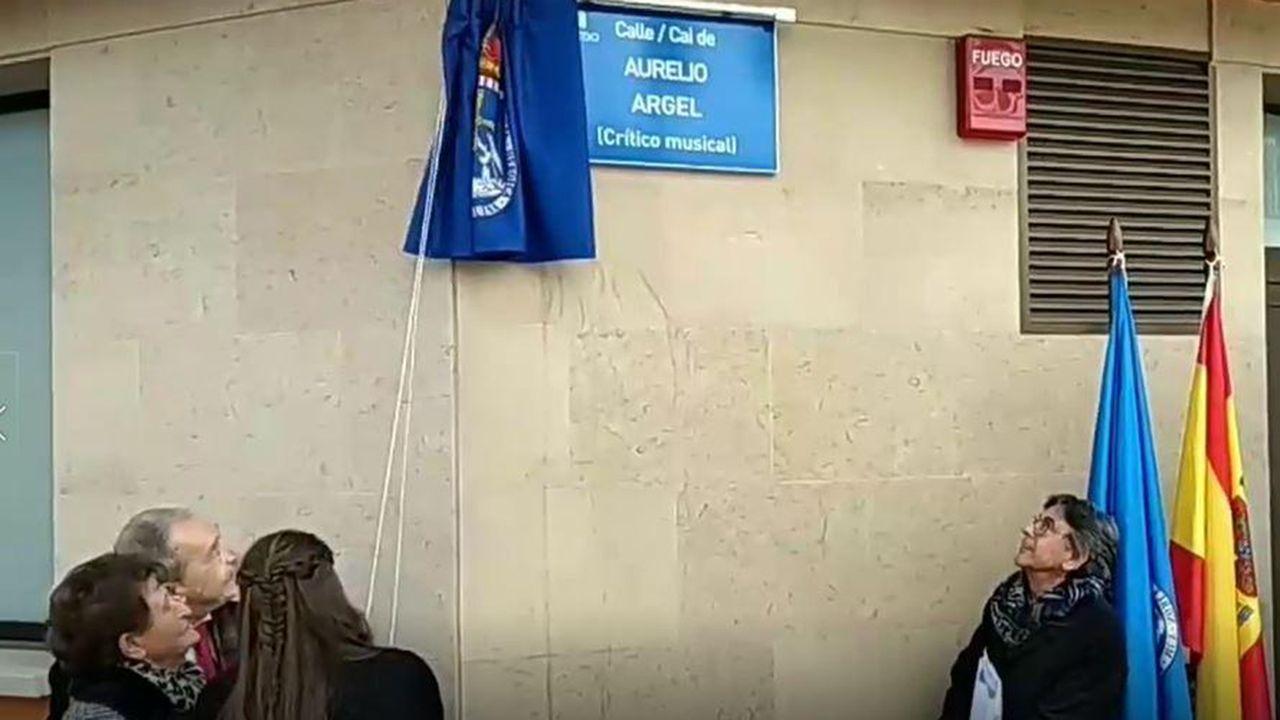 Descubrimiento de la placa en homenaje a Aurelio Argel