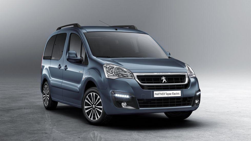 Peugeot-Citroën compra Opel.La furgoneta eléctrica Galicia, estrella en Ginebra. El Peugeot Partner 100 % eléctrico se fabrica en Vigo y luce en un lateral la enseña «Galicia», por patrocinio de la Xunta.