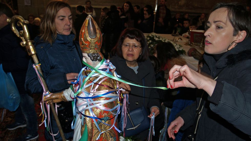 San Blas, una fiesta que desafía al paso del tiempo.La presidenta del CSIC, Rosa Menéndez; el jefe de la base, Joan Riba; y el ministro de Ciencia, Innovación y Universidades, Pedro Duque, en la Base Antártica Española Juan Carlos I.