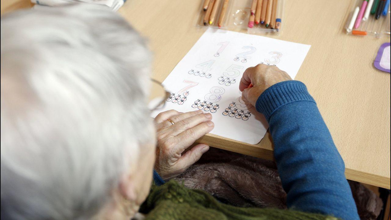 Concentración de jubilados en Foz.Cargos del CSIC y del sector, presentaron la semilla base.