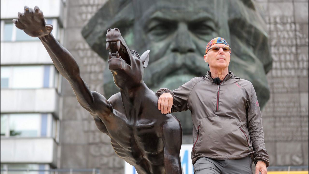.Con sus lobos, el artista Opolsa quiere denunciar el brote xenófobo en Chemnitz