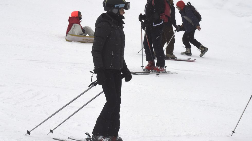 La reina Letizia, esquiando.