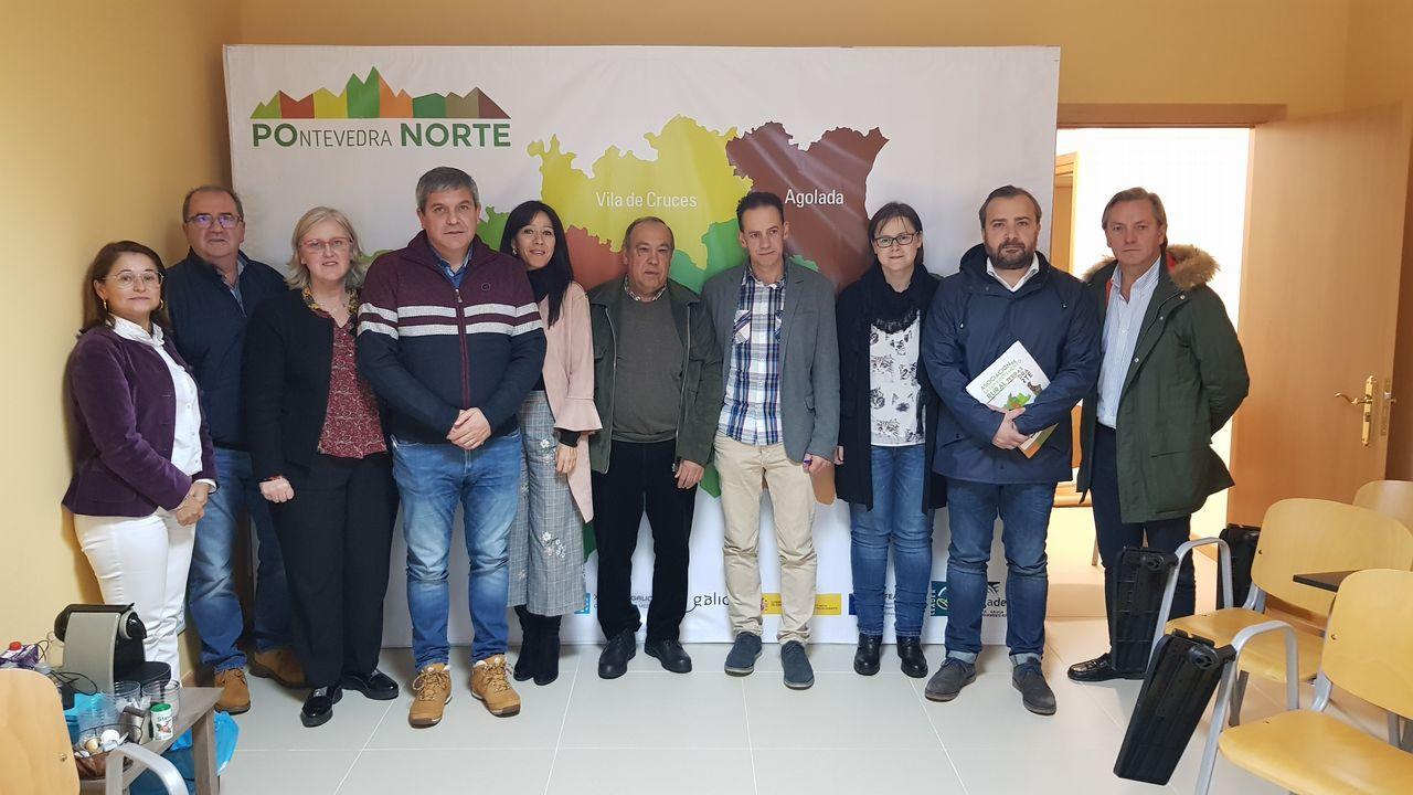 ¡Mira en imágenes el emotivo homenaje!.El panel de salidas del Aeropuerto de Asturias se encuentra actualmente inactivo