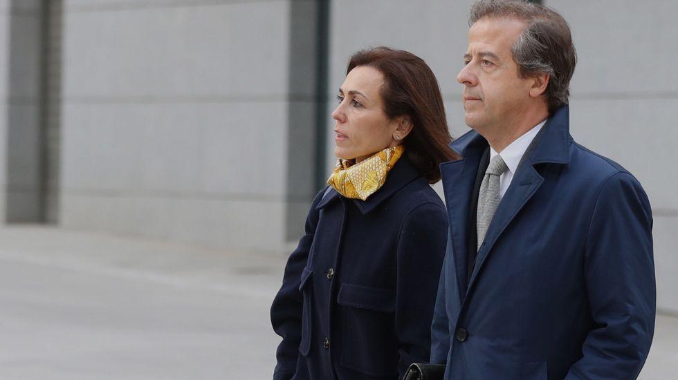 .Mireia Pujol, junto a su abogado