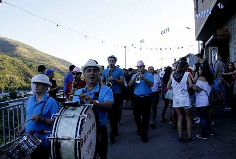 .El Pulpo de O Carballiño, el Boi de Allariz, la Ruta das Covas de Vilamartín y la fiesta mexicana de Avión.