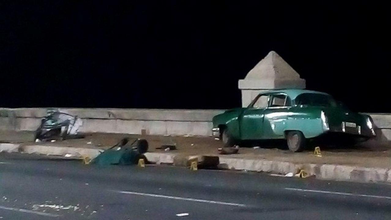 El coche volcado en las inmediaciones de Oviedo