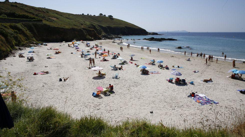 Playa de Retorta, en Boiro.Playa de Bascuas, en Sanxenxo