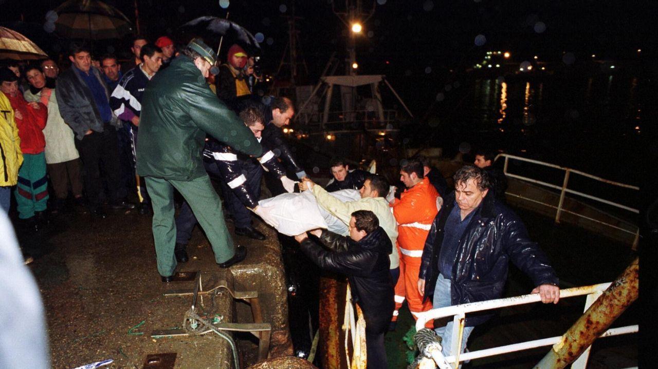 Un marinero fallecido y tres rescatados en un naufragio en el puerto de Malpica