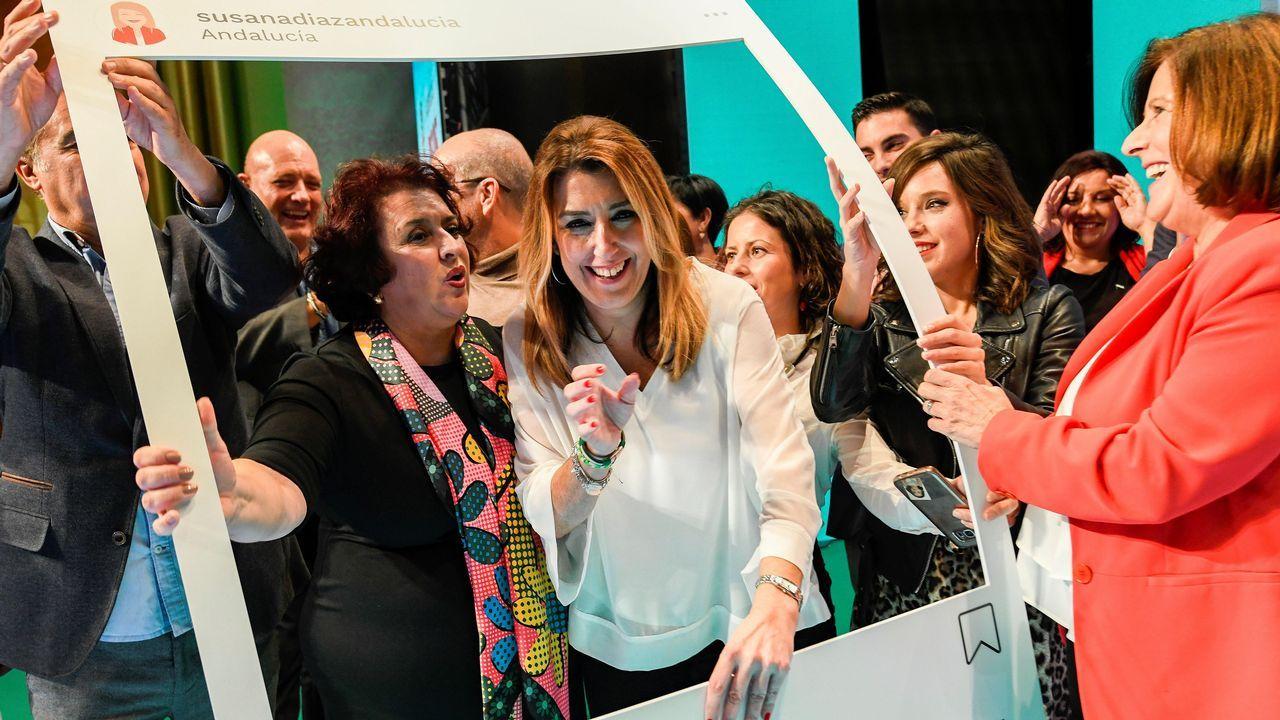 El portavoz de Podemos Enrique López (i), la candidata a las primarias autonómicas de Podemos, Lorena Gil (2i) y el secretario general de Podemos Asturies, Daniel Ripa (3i), durante el pleno de hoy en la Junta General del Principado.