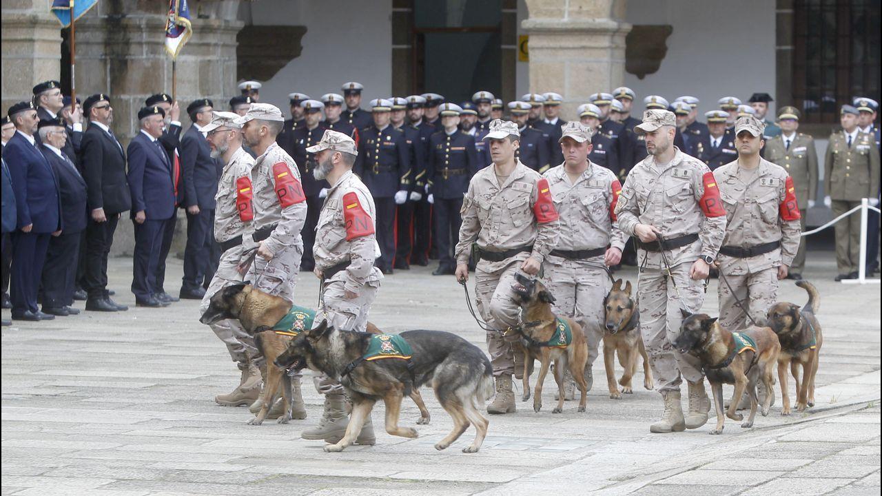 Acto de despedida al Serviola en el Arsenal Militar de Ferrol.Los antidisturbios cargaron contra la manifestación de universitarios en Argel